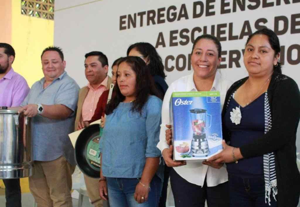 ENTREGAN ENSERES A ESCUELAS DE TIEMPO COMPLETO