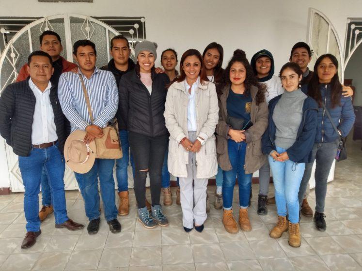 RECIBEN A ESTUDIANTES DE LA UNAM