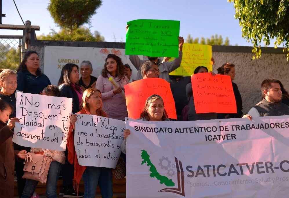 TRABAJADORES DEL ICATVER PROTESTAN A NIVEL ESTADO