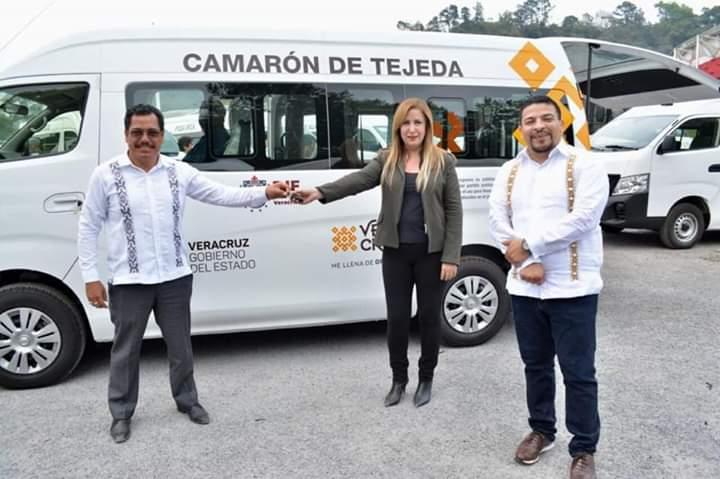 CAMARÓN DE TEJEDA YA TIENE AMBULANCIA