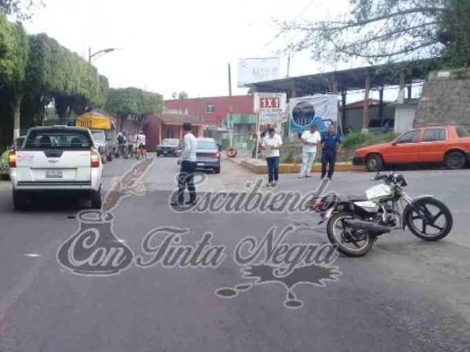 MOTOCICLISTA CHOCA CONTRA TORNADO