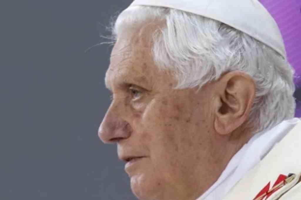 HOY QUIEN SE OPONGA AL MATRIMONIO HOMOSEXUAL O AL ABORTO ES SOCIALMENTE EXCOMULGADO: BENEDICTO XVI
