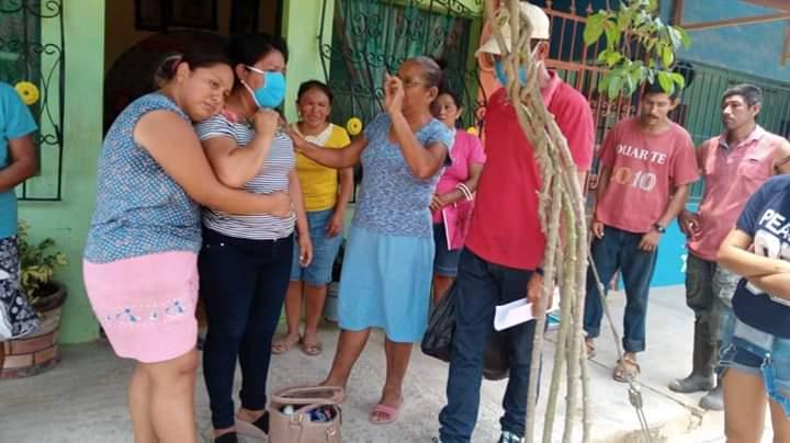 CACERÍA DE BRUJAS EN MINATITLÁN; CORREN A FAMILIA