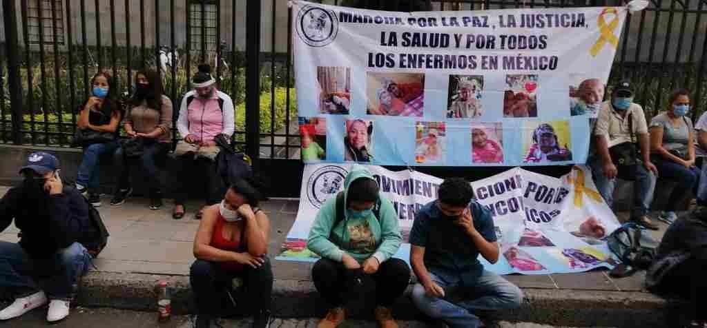 PADRES DE NIÑOS CON CÁNCER AMAGAN CON HUELGA DE HAMBRE POR FALTA DE MEDICAMENTOS ONCOLÓGICOS