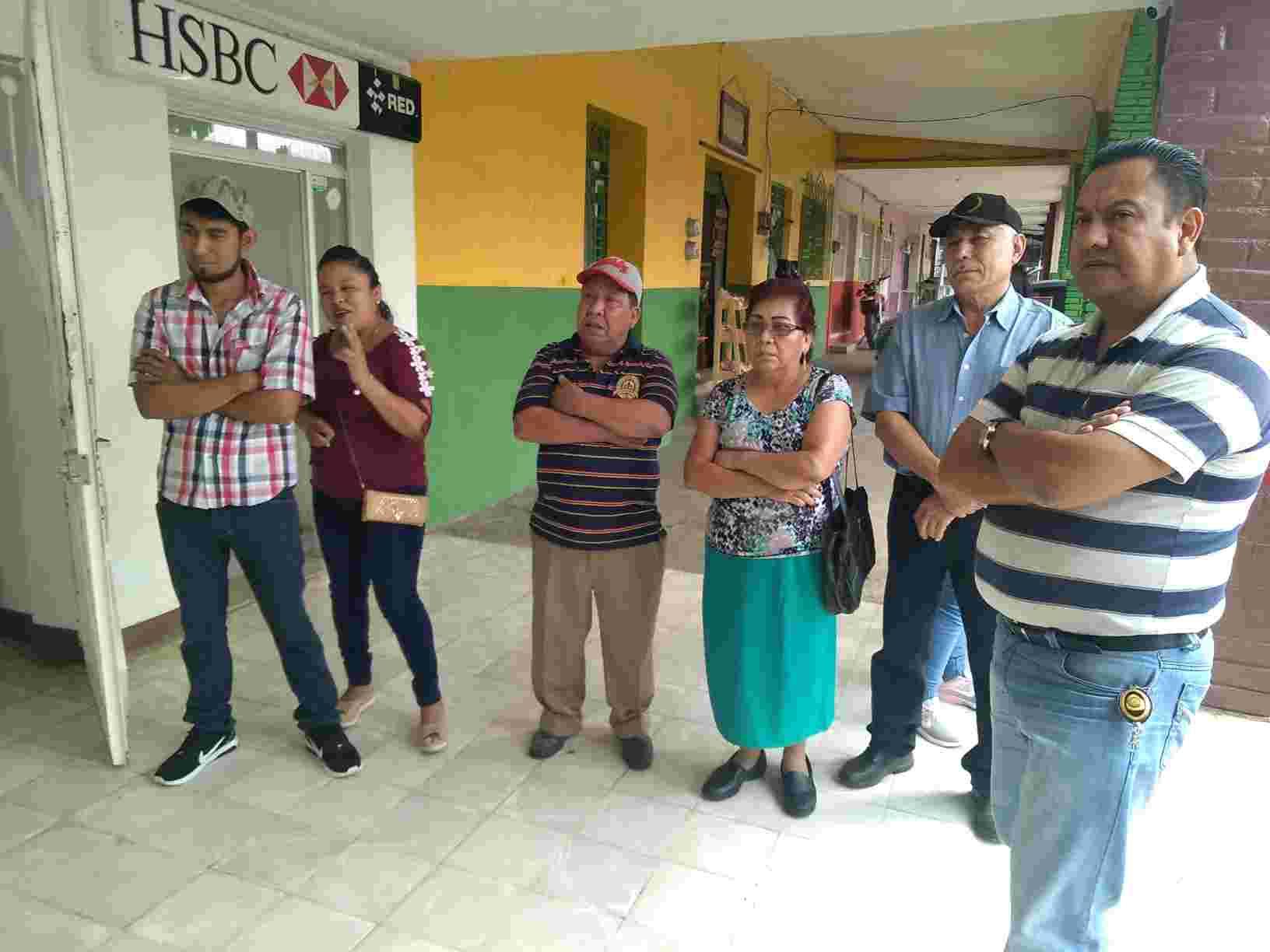 SÍNDICO DE IXHUATLÁN JUEGA A LAS ESCONDIDAS