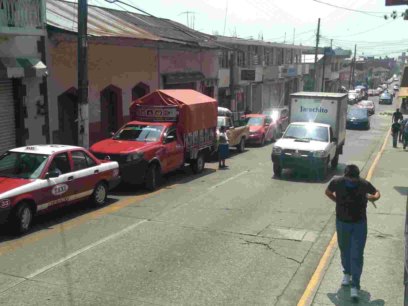 AUMENTA FLUJO DE VEHÍCULOS EN HUATUSCO