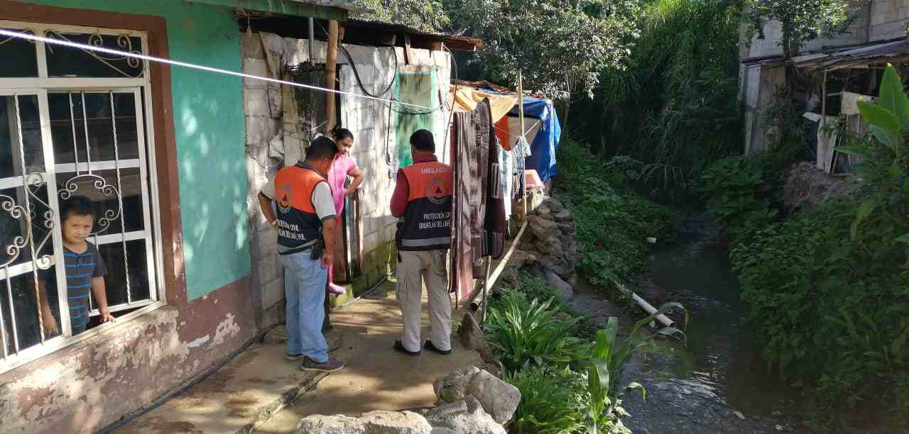 NOTIFICAN A FAMILIAS QUE VIVEN EN ZONA DE ALTO RIESGO
