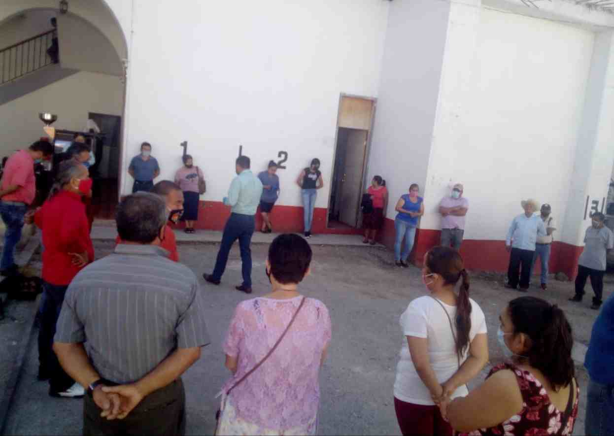 TIANGUISTAS PIDEN REABRIR PLAZA DE HUATUSCO
