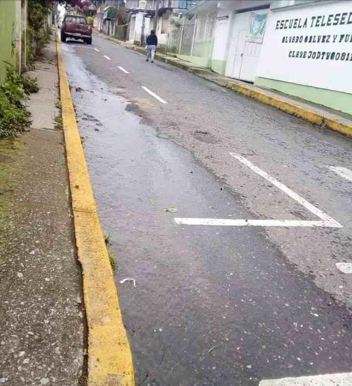 PERSISTEN DEFICIENCIAS DE SERVICIO DE AGUA EN TOMATLÁN