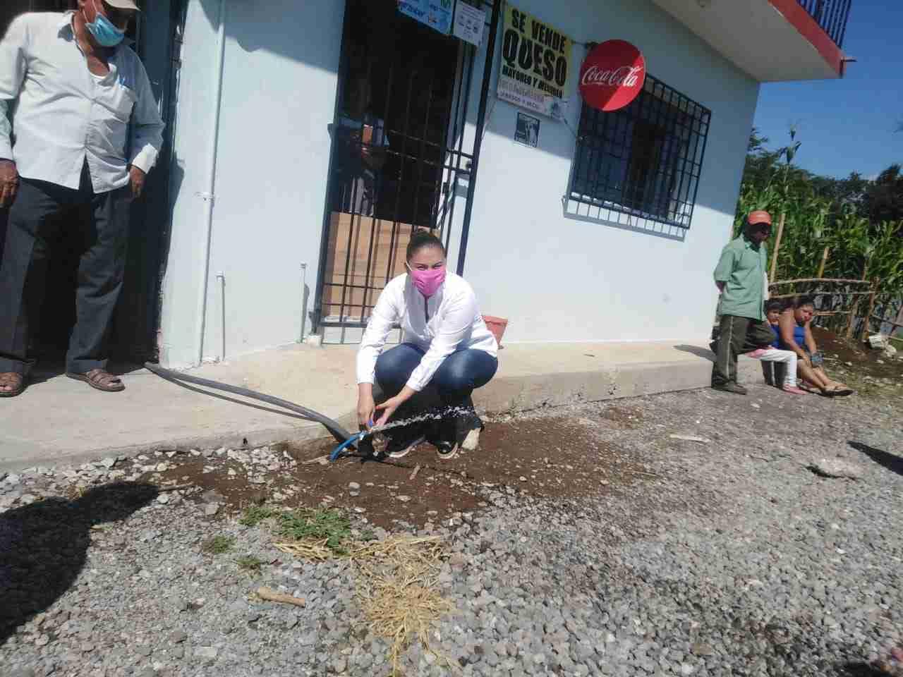 SUPERVISA ALCALDESA OBRA DE RED DE AGUA EN LA ENRIQUE S. TREJO