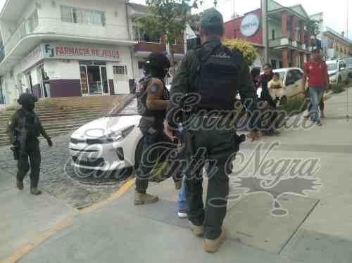 """FUERZA CIVIL ARMA """"SHOW"""" POR UNOS CRISTALES POLARIZADOS"""