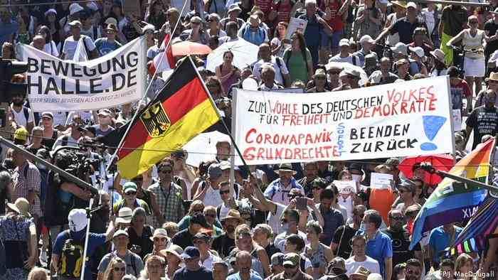 MILES PROTESTAN EN ALEMANIA CONTRA RESTRICCIONES POR CORONAVIRUS