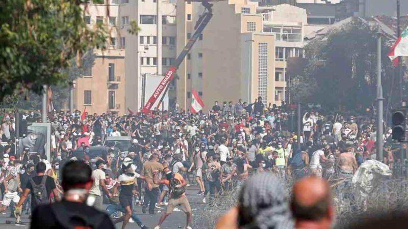 TRAS EXPLOSIÓN, MILES EN BEIRUT SALEN A LAS CALLES Y CLAMAN VENGANZA CONTRA CLASE POLÍTICA