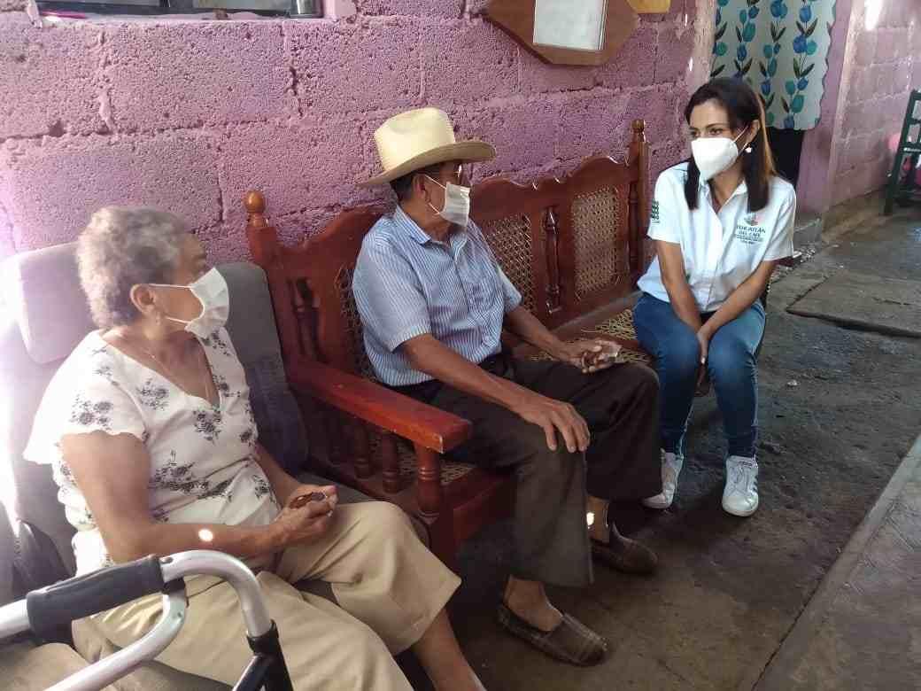 RECONOCEN A LOS ADULTOS MAYORES DE IXHUATLÁN