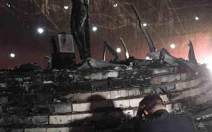 LANZAN BOMBA MOLOTOV A CATEDRAL: CARDENAL LO CALIFICA DE ACTO TERRORISTA