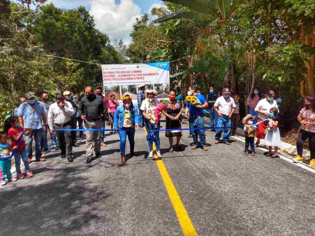 ENTREGAN SEGUNDA ETAPA DE PAVIMENTACIÓN DEL CAMINO NEVERÍA-GUZMANTLA