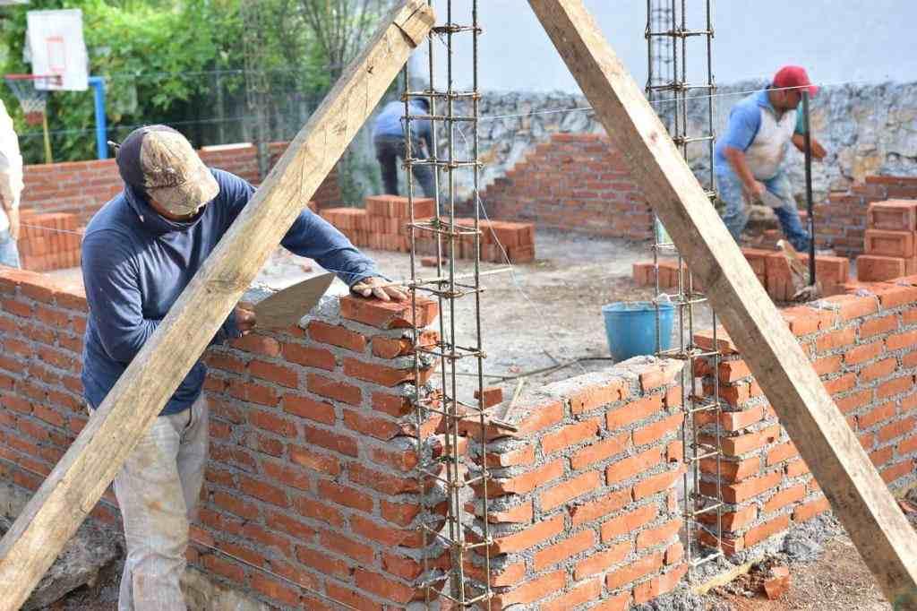 SUPERVISAN CONSTRUCCIÓN DE ESCUELA EN EL BARREAL