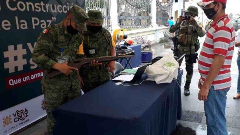 CAMBIAN ARMAS POR DINERO