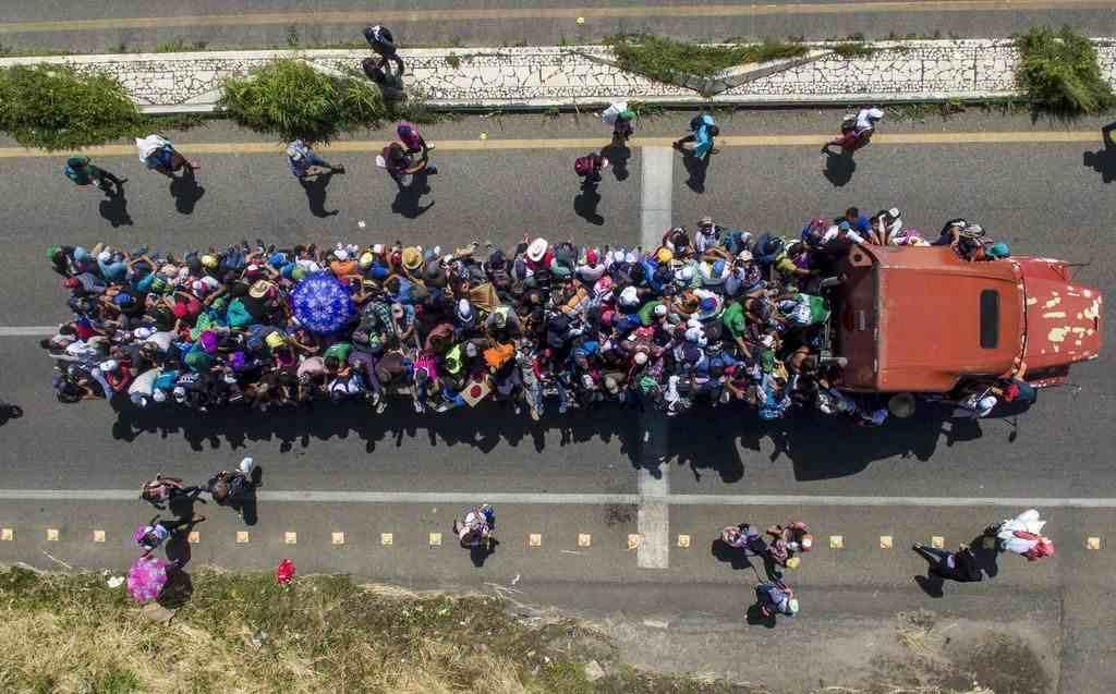 MÁS DE MIL MIGRANTES DE CARAVANA RUMBO A EEUU INGRESAN 'IRREGULARMENTE' A GUATEMALA