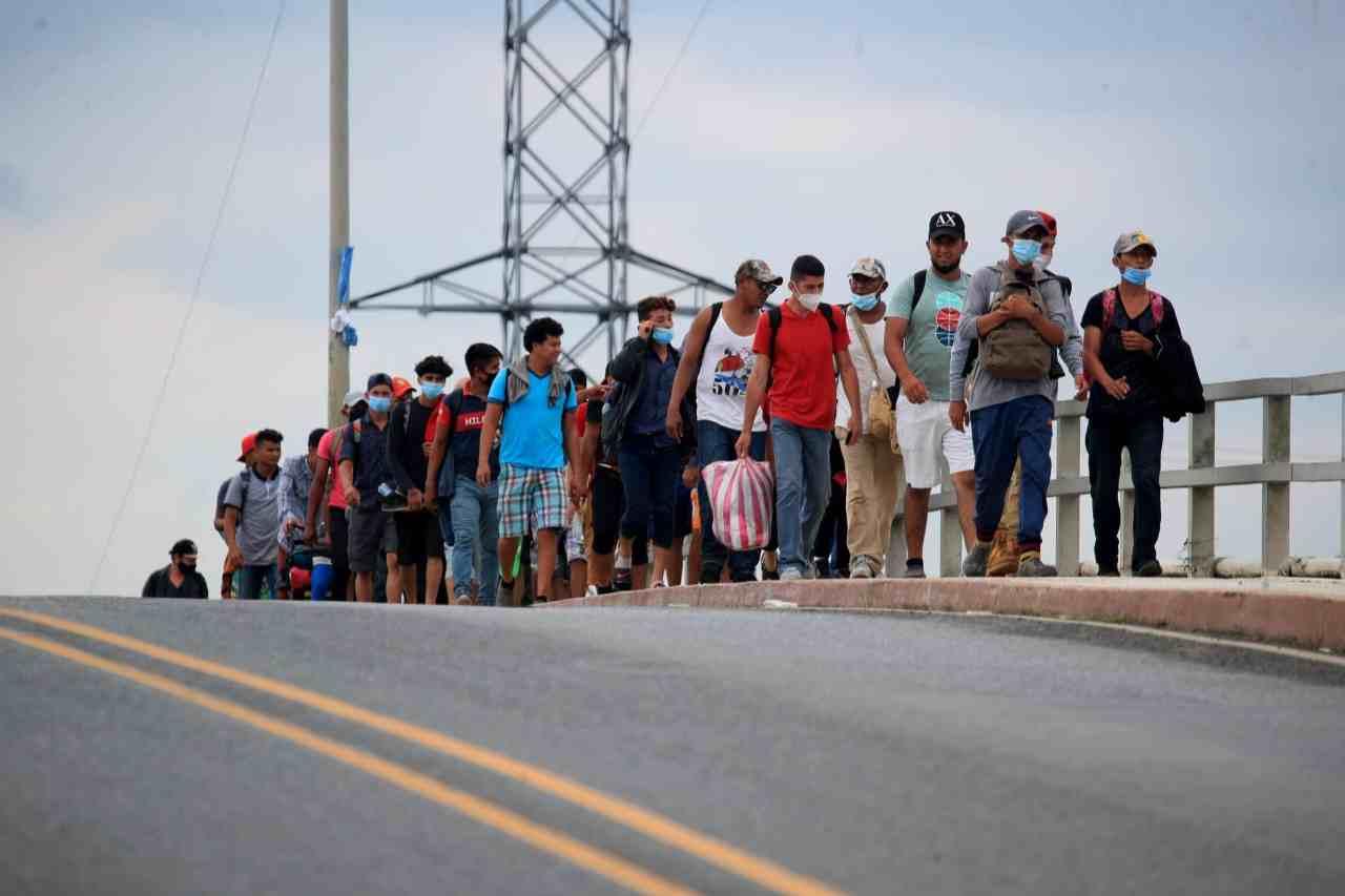 HONDURAS Y GUATEMALA LOGRAN FRENAR CARAVANA MIGRANTE: AMLO