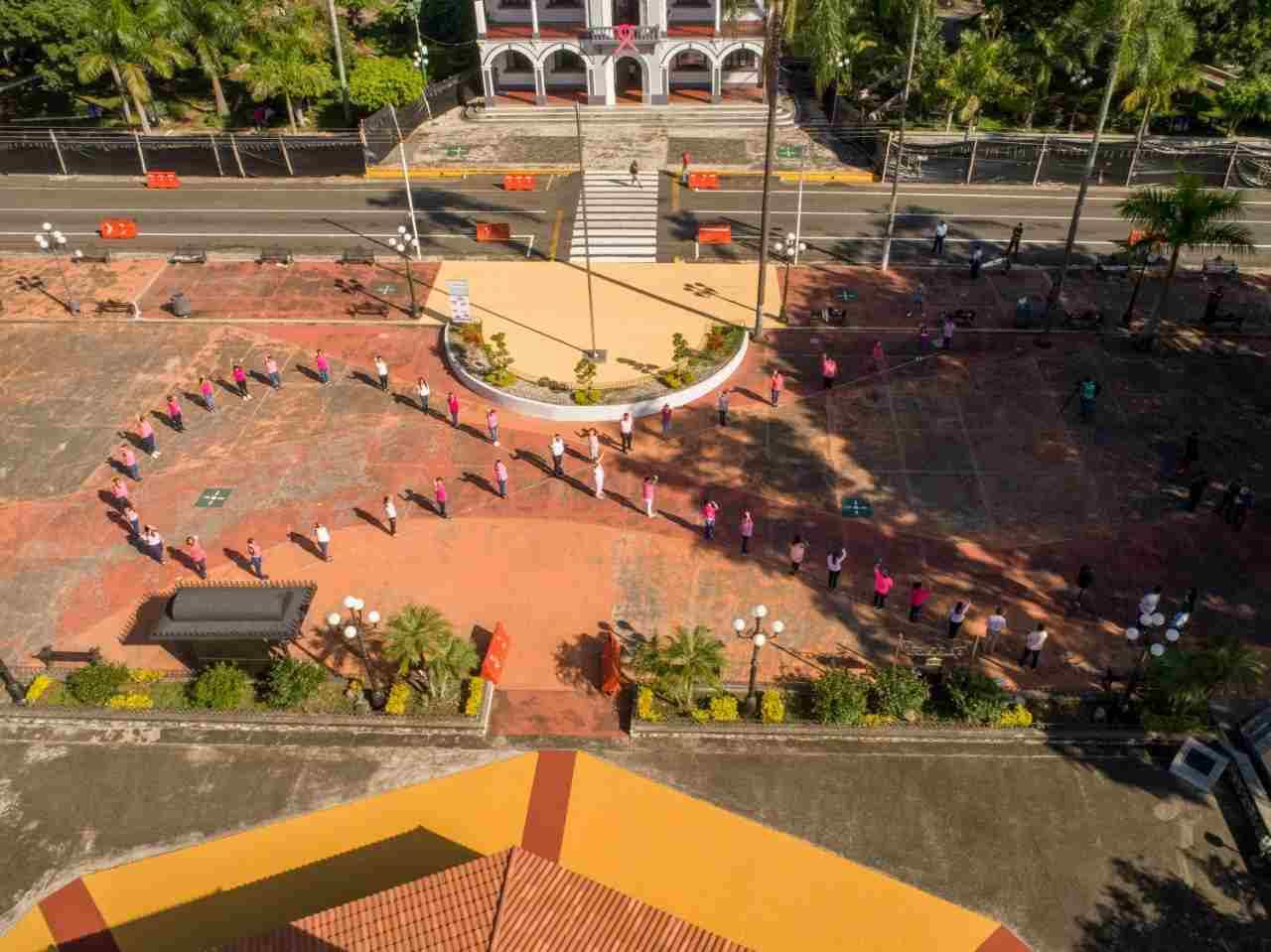 FORTIN REALIZA LAZO ROSA MONUMENTAL PARA SENSIBILIZACIÓN SOBRE EL CÁNCER DE MAMA