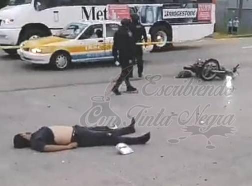 CAPTAN MOMENTO EN QUE MOTOCICLISTA ES ARROLLADO POR CAMIONETA