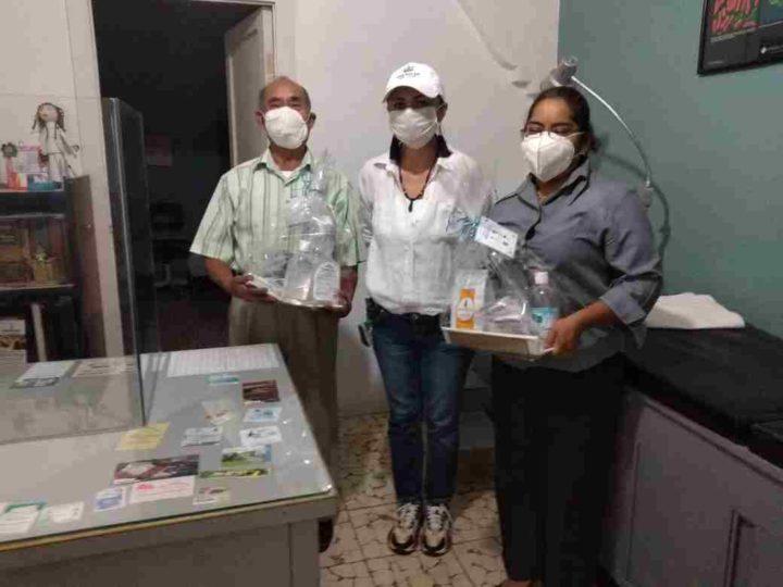 RECONOCEN LABOR DE MÉDICOS EN IXHUATLÁN