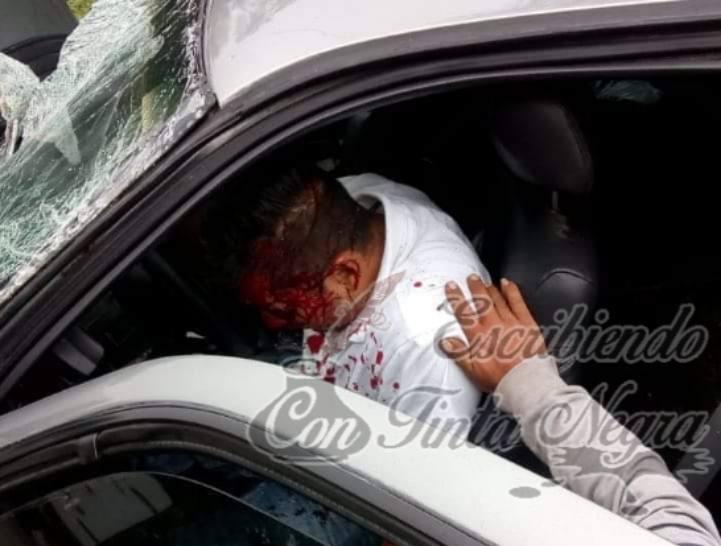 POLICIA QUEDA PRENSADO EN CHOQUE