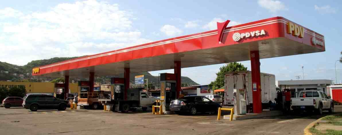 AGUDIZA ESCASEZ DE GASOLINA EN VENEZUELA; LA REPARTEN POR MATRÍCULA