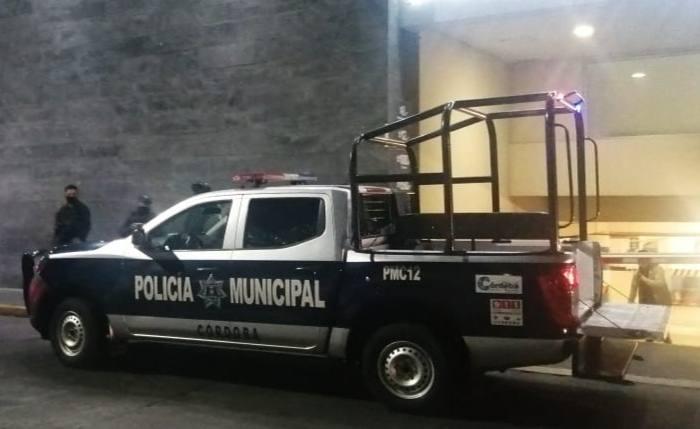 POLICIAS BALEAN A MUJER