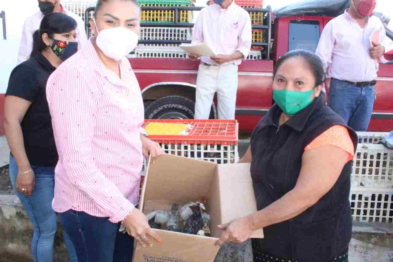 ENTREGAN PROYECTOS PRODUCTIVOS EN HUATUSCO