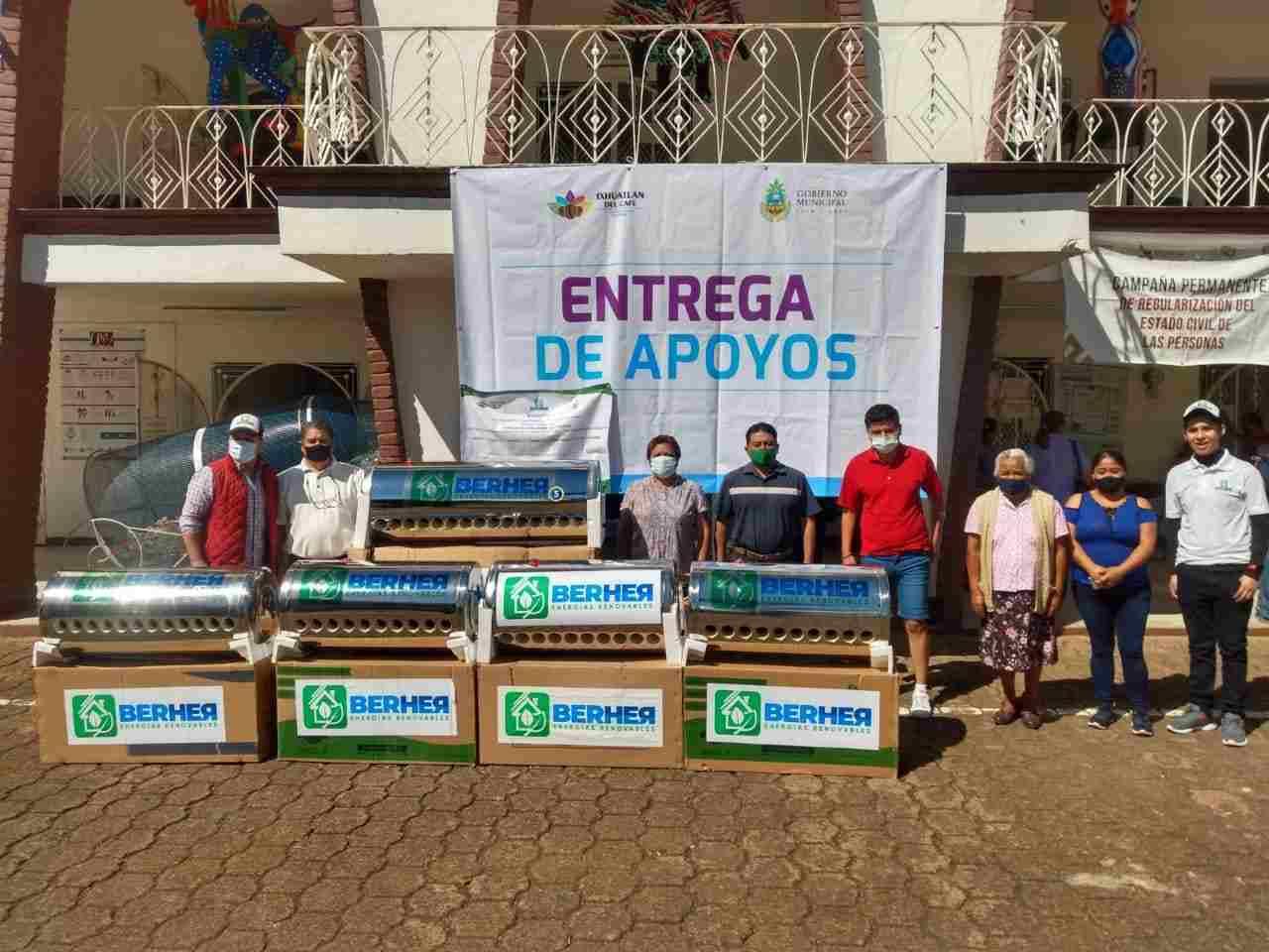 ENTREGAN CALENTADORES SOLARES EN IXHUATLÁN