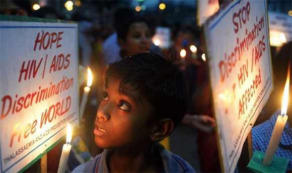 MÁS DE 300 NIÑOS MUEREN DE SIDA A DIARIO EN EL MUNDO: UNICEF