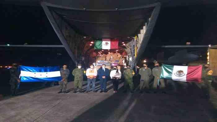 MÉXICO ENTREGA AYUDA HUMANITARIA A HONDURA TRAS PASO DE HURACANES