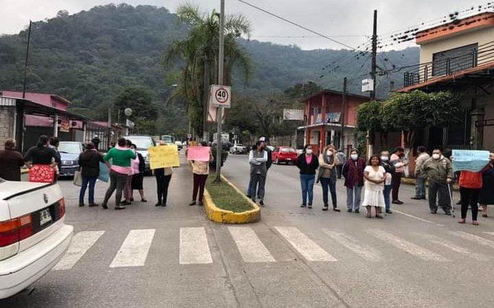 PROTESTAN POR FALTA DE AGUA EN CUAUTLAPAN