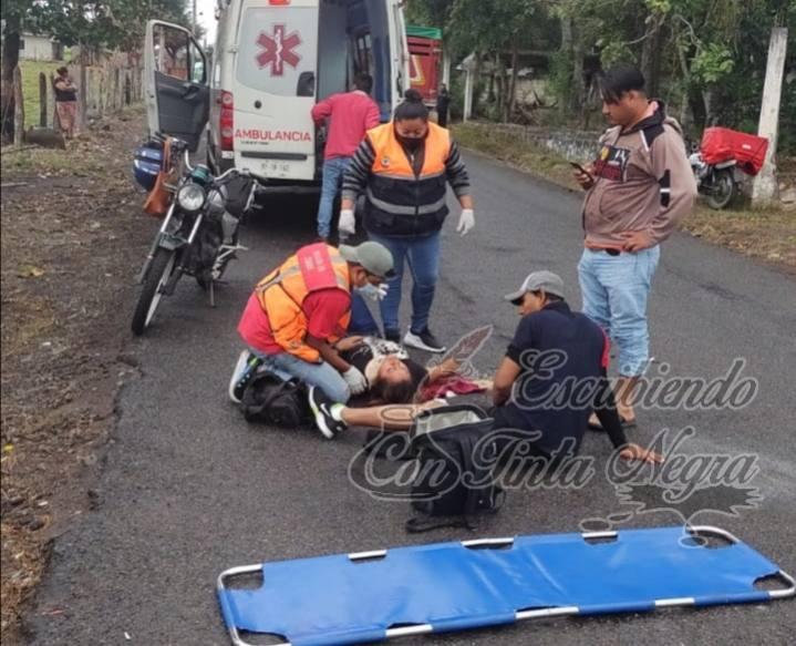 DERRAPAN MOTOCICLISTAS EN COMAPA