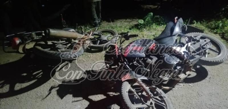 CHOCAN MOTOCICLISTAS EN IXHUATLÁN