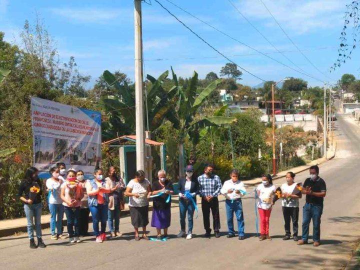AMPLÍAN RED ELÉCTRICA EN IXHUATLÁN