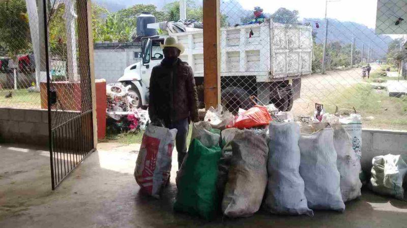 CONTINÚAN ACCIONES CONTRA EL DENGUE EN IXHUATLÁN