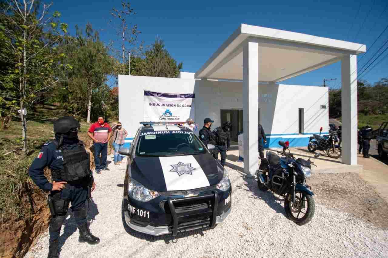 ENTREGAN MÓDULOS DE VIGILANCIA A LA POLICÍA