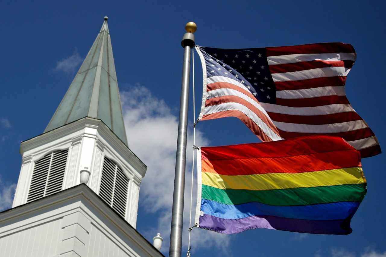 EEUU AUTORIZA A SUS EMBAJADAS IZAR LA BANDERA DEL ORGULLO LGBT