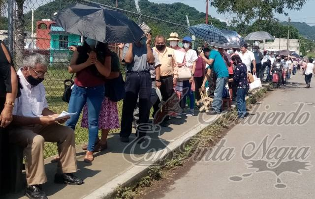 VACUNAN A MIL 900 EN HUATUSCO