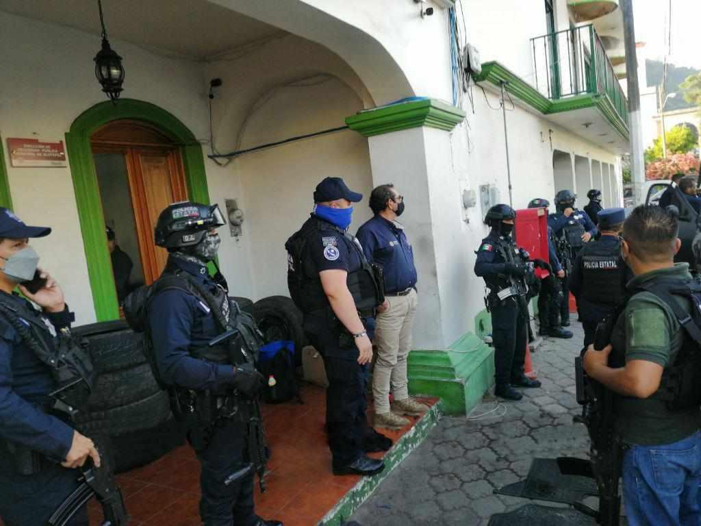 POLICIAS DE JILOTEPEC SE NIEGAN A SER EVALUADOS