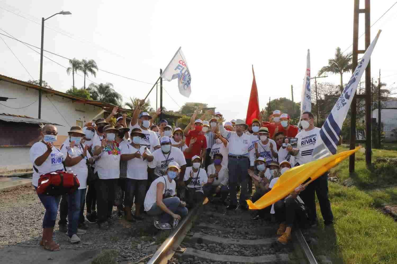 CORDOBESES RECIBEN CON ENTUSIASMO A GUILLERMO RIVAS