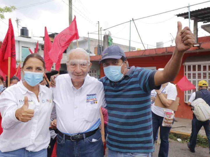 ANTORCHISTAS COBIJAN A GUILLERMO RIVAS