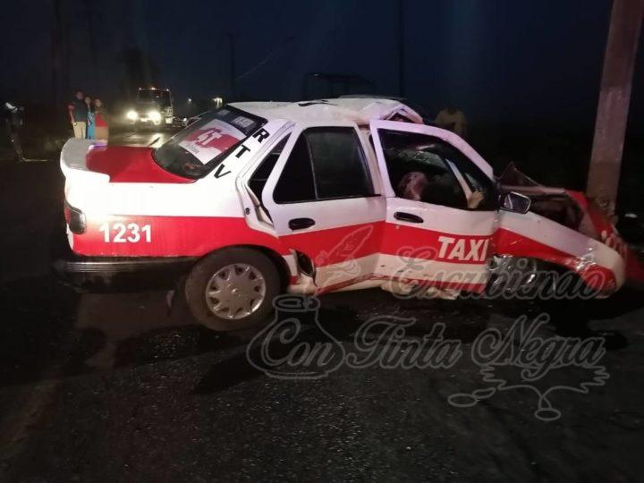 CHOCA TAXI CONTRA POSTE; UN MUERTO EL SALDO