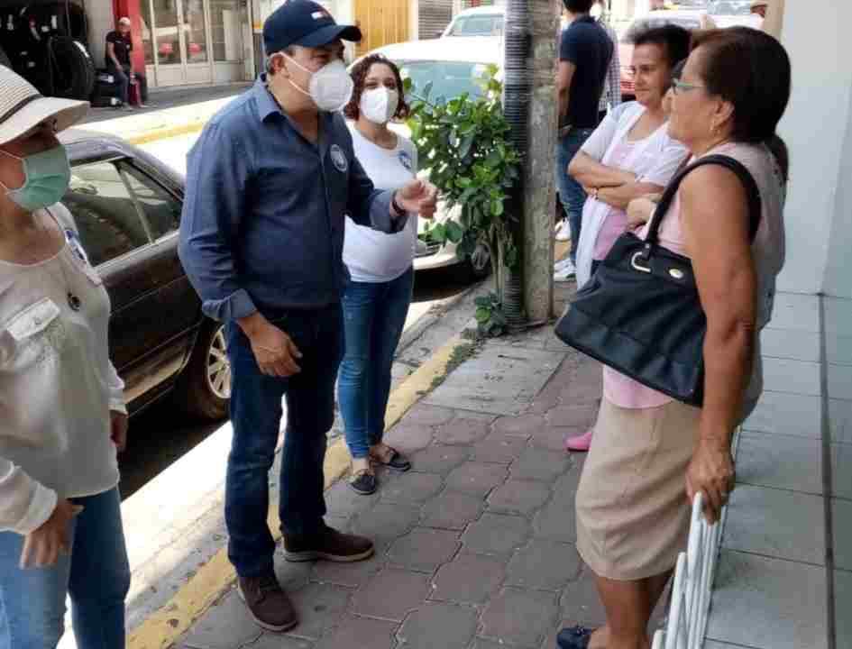 ARRANCA EL POLLO CON DEPORTISTAS Y COMERCIANTES