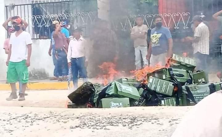 QUEMAN PAQUETERÍA, AHORA EN CASTILLO DE TEAYO